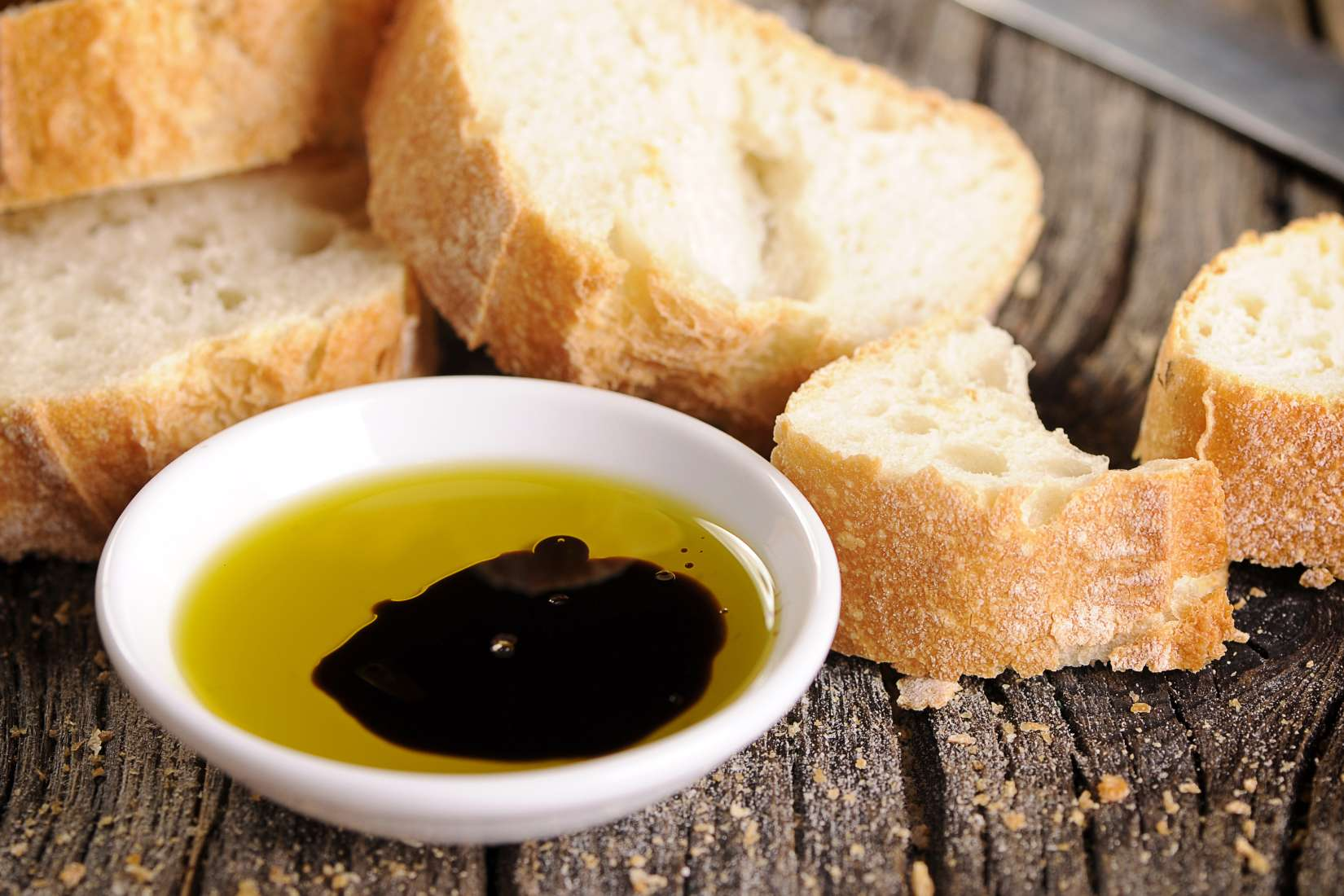 Balsamic vinegar and olive oil and bread